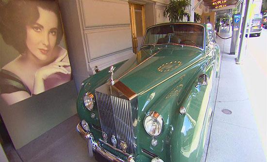 صور : سيارة إليزابيث تايلور للبيع في مزاد علني.. خمّنوا سعرها!