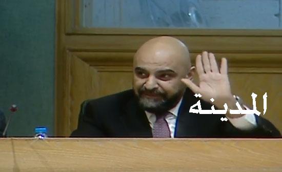 شاهد بالفيديو :  طارق خوري يكتفي بآية من سورة الرعد ردا على رفع الأسعار