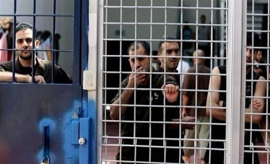 أسير فلسطيني يفقد القدرة على الحركة في سجون الاحتلال الإسرائيلي