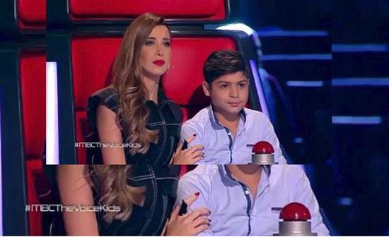ما غاب عنكم على الشاشة... تامر حسني يعترض على قرار نانسي عجرم (فيديو)