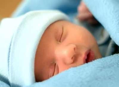 قانون إماراتي يلزم فحص حديثي الولادة عن 18 مرضا