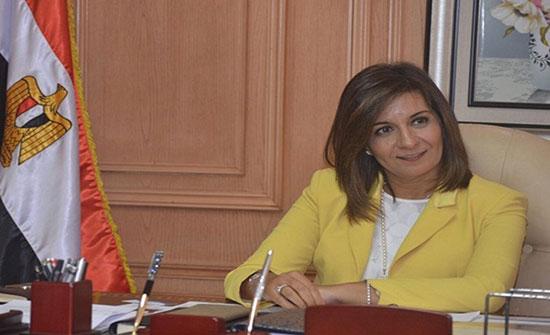 وزيرة مصرية تهدد بتقطيع المعارضين في الخارج (شاهد)