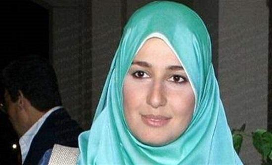 بالصور : حلا شيحة ..من الحجاب الى التنورة القصيرة