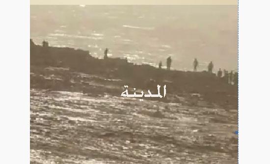 شاهد بالفيديو : العثور على مفقودين في فيضان وادي الموجب وانقاذ 4 سحبهم السيل الى البحر