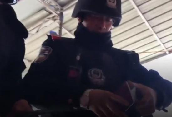 بالفيديو: مسلم صيني 'اقتلوا أمي وزوجتي وسأدفع ثمن الرصاصة'!
