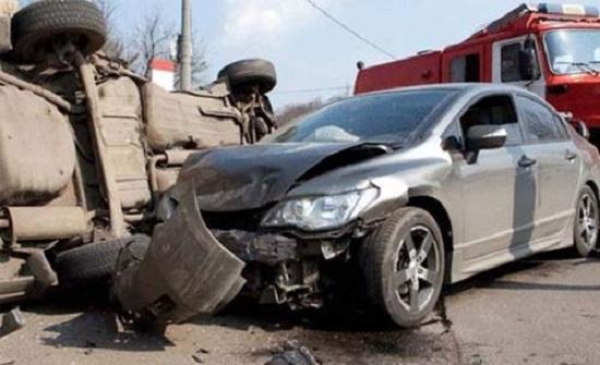 9 اصابات اثر تدهور حافلة واصطدامها بـ 8 مركبات في عمان