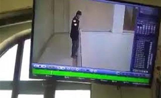 بالفيديو : «الديون» تدفع معلما للانتحار بطريقة مرعبة