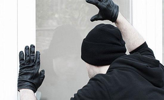 """لص يسطو على بنكين.. وسلاحه ثمرة """"أفوكادو"""" (صورة)"""