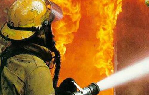 إخماد حريق داخل كراج لدهان المركبات بمنطقة القويسمة.. ولا إصابات