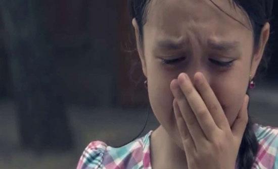 بالصور : ملكة جمال تعرض عذرية طفلتها للبيع لسبب غريب