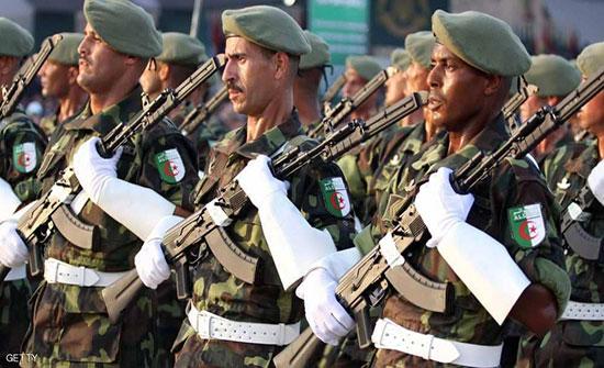 منع سفر قيادات عسكرية وأمنية بارزة في الجزائر