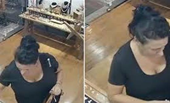 شاهد : لقطات صادمة لسائحة تسرق المجوهرات من متجر في تايلاند (فيديو)