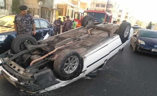 بالصور : إصابة اثر تدهور مركبة في عمان