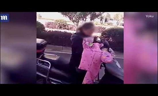 بالفيديو- جنوب الصين.. أم تسحل ابنها بدراجتها النارية بعد تقييده!