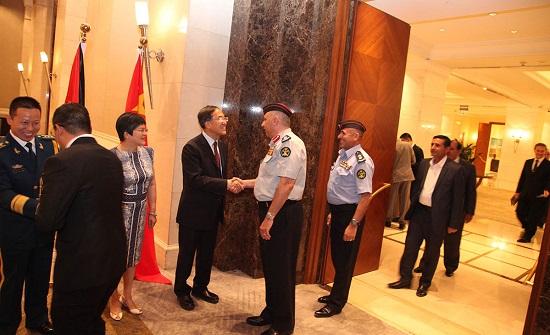 السفارة الصينية في عمان تقيم حفل استقبال بمناسبة الذكرى ال92 لتأسيس جيشها