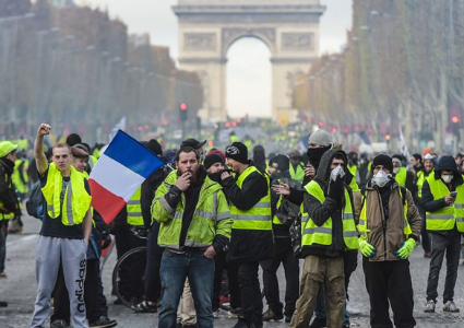"""ارتفاع عدد المصابين باحتجاجات """"السترات الصفراء"""" بباريس"""