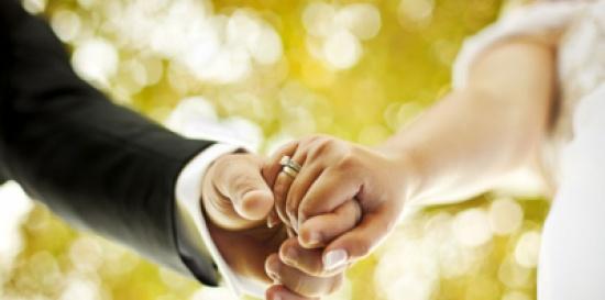 """11 سيدة يحولن زفاف قريبهن إلى """"هوشة"""" بالأيدي و""""شد"""" الشعر واللكمات !!"""