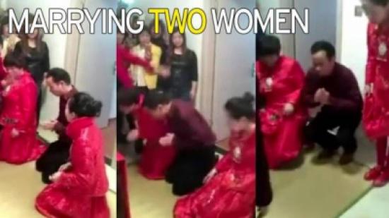 بالفيديو...رجل يتزوج عروسين بنفس حفل الزفاف !