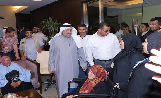 وزير الأوقاف يتفقد حجاج أسر الشهداء