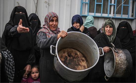 """فقراء بغزة يحتجّون على مواصلة تعليق مساعدات """"برنامج الأغذية العالمي"""""""
