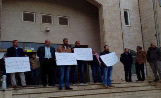 مقاولون ينفذون وقفة أمام الأشغال للمطالبة بمستحقاتهم