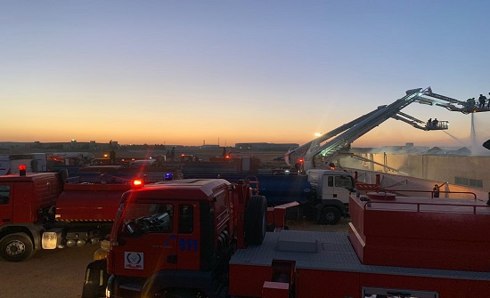 بالصور : اخماد حريق مصنع القسطل بشكل كامل ولجنة تحقيق
