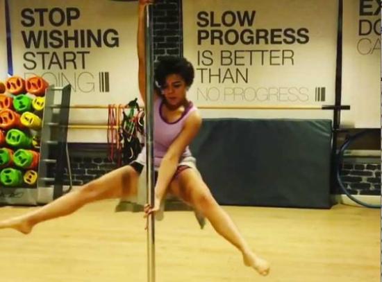 ناهد السباعي تعود بالهوت شورت ورقصة pole dance جديدة