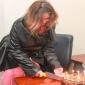 يسرا تحتفل بعيد ميلادها الـ60 مع أصدقائها