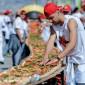 بالصور  إيطاليا تحطم الرقم القياسى وتصنع أطول بيتزا فى العالم