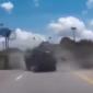 شاهد.. كيف نجى سائق سيارة من تصادم مباشر مع شاحنة