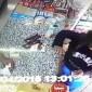 بالفيديو.. شاهد ماذا فعل صاحب سوبر ماركت مع امرأة ضبطها تسرق المحل