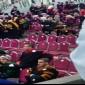 """شاهدوا بالفيديو :  خريج """" يبصق  """" على استاذه في حفل تخرج جامعة جدارا"""