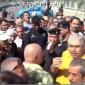 موظفون يقطعون الشوارع في بغداد للمطالبة بصرف رواتبهم
