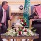 الملك يقدم واجب العزاء بوفاة خادم الحرمين الشريفين الملك عبد الله بن عبد العزيز