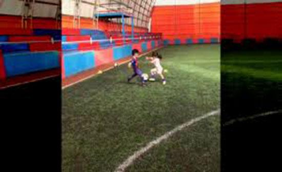 مهارة غير متوقعة لطفلة في كرة القدم (فيديو)