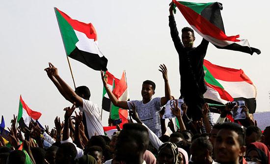 """""""التغيير"""" السودانية: محاولات لاختراق المتظاهرين بعناصر مسلحة"""