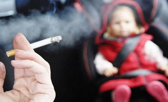 احذر .. هذا ما يسببه التدخين السلبي لطفلك!