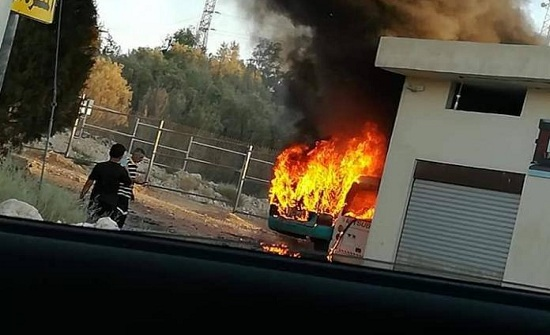 حريق في حافلتين على طريق اوتستراد عمان الزرقاء