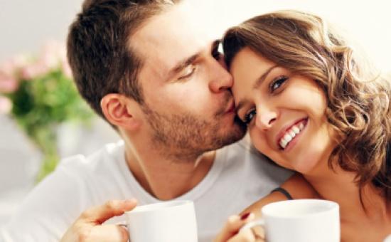 للرجال.. أعدّوا القهوة الصباحية لزوجاتكم لهذا السبب!