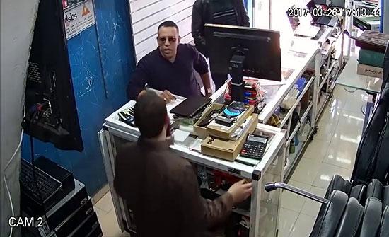 فيديو : شاهدوا كيف قاموا بخداع صاحب المحل وسرقته في المغرب