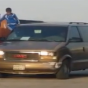 بالفيديو.. سعوديون يستغلون طفلا لسرقة جمعية خيرية