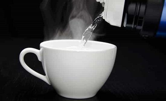 فوائد كثيرة غير معروفة لتناول الماء الدافئ