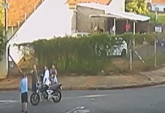 بالفيديو.. زوجة توثق لحظة قتل زوجها أمام أطفاله