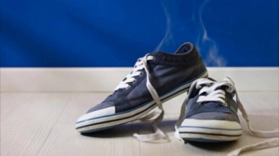 كيف تتغلب على رائحة الأقدام الكريهة