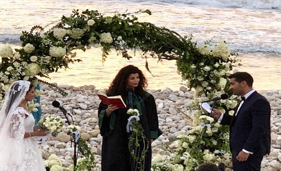 """امرأة تزوج عروسين مدنيا في لبنان…"""""""