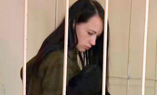 واقعة مثيرة.. امرأة تعذب طفلها لطرد الأرواح الشريرة منه (صور)