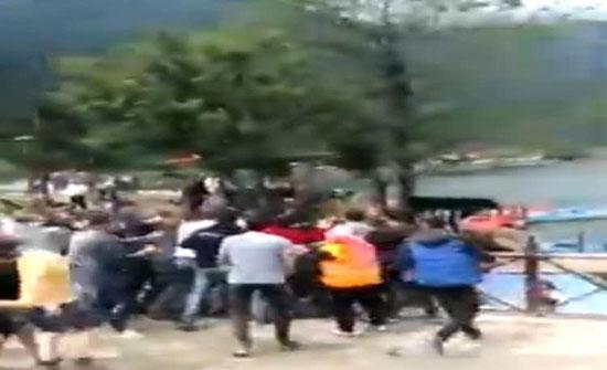 بالفيديو: تركيا .. اعتداء وحشي على سياح عراقيين تحت أنظار الشرطة