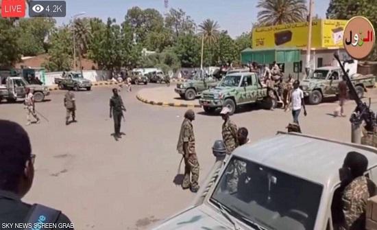 """تجمع المهنيين: محاولات لفض """"اعتصام القيادة"""" في الخرطوم"""