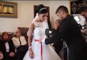 شاهد..  عروس وأشقاؤها يبكون بشدة في مشهد وداع مؤثر