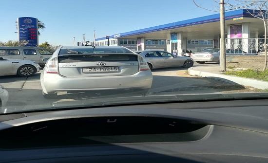 صور : ازدحام على محطات المناصير لكسب كل سيارة 5 دنانير